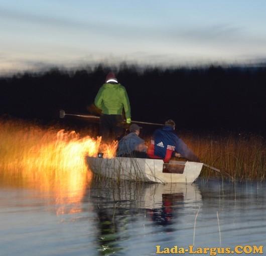 рыбалка с острогой и фонарем с